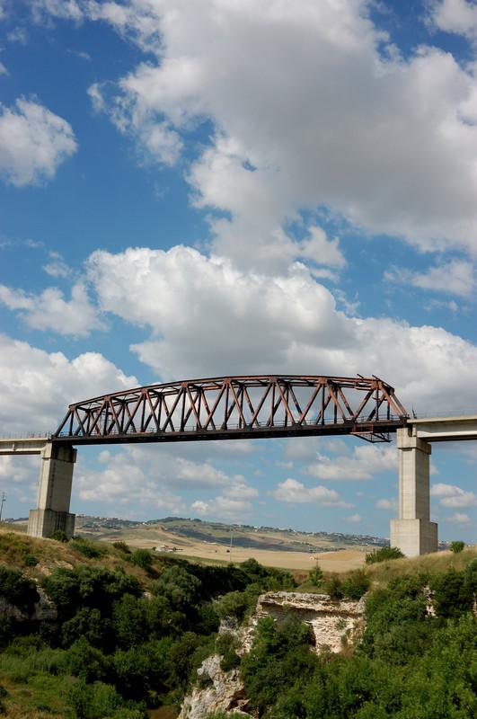 ''il treno non passerà mai'' - Matera