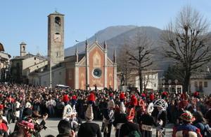 """Piazza della Vittoria durante lo svolgimento della """"Baio"""""""