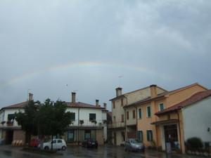 a Sala d'Istrana tutti in piazza sotto l'arcobaleno
