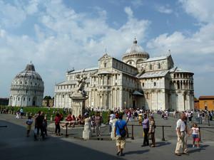 Turisti in Piazza dei Miracoli