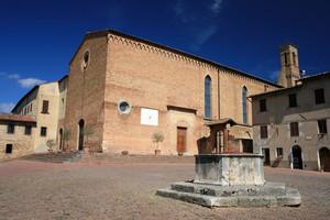Piazza Sant'Agostino (con pozzo)