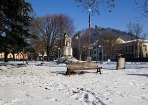 La piazza sotto la neve