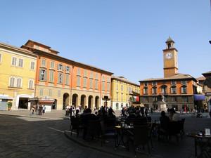 aperitivo in piazza Prampolini