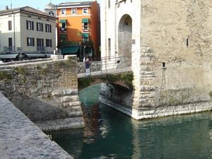 Ponte ad arco in pietra