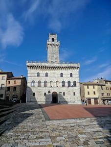 piazza grande e municipio