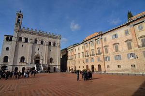 Palazzo dei Consoli in Piazza Grande