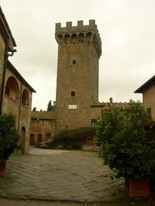 Piazzetta del castello di Gargonza