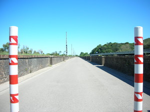 ferrovia senza piu' metallo…ponte sul fiume sangro alla foce.