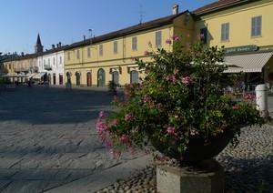 Mattina d'agosto in piazza