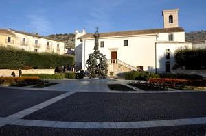 La Piazza Padre Pio di prima mattina