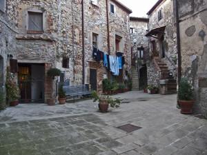 Una piccola piazza nel castello