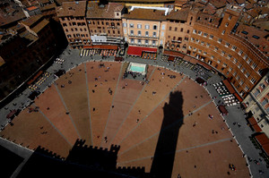 OMBRA IN PIAZZA
