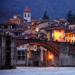 Il ponte di Pontassieve in una serata invernale