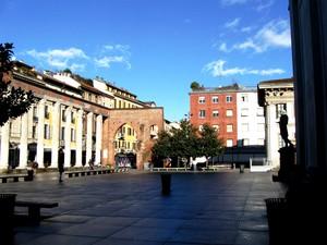 Piazza in Basilica S. Lorenzo Maggiore