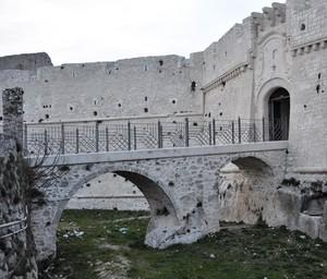 Ponte sul fossato del Castello montanaro