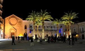 La centralissima Piazza del Popolo di sera