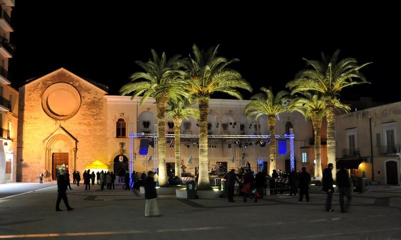 ''La centralissima Piazza del Popolo di sera'' - Manfredonia