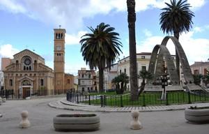 Piazza Incoronazione col Santuario ed il Monumento di Maria SS. della Fontana