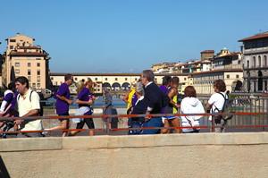 Podismo su Ponte alle Grazie e in lontananza il Ponte Vecchio