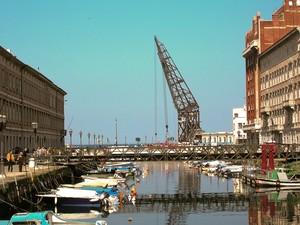 Ponte sul Canal Grande di Trieste