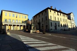 Una piazza in salita