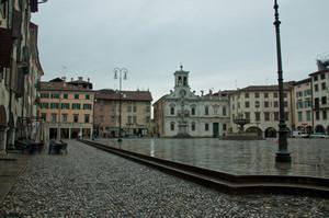 Piazza Matteotti con la pioggia