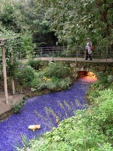 Ponte sui lapislazzuli nei giardini La Mortella