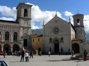 San Benedetto, la Basilica, la piazza