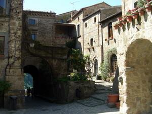 Civita, Il borgo che muore