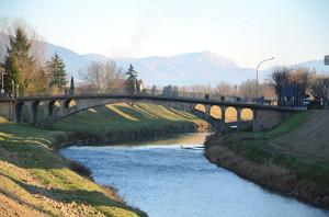Il ponte di Cannara sul fiume Topino
