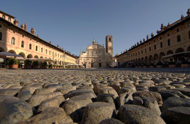 ''Una delle più belle piazze d'Italia'' - Vigevano