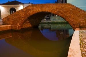 Il piccolo Ponte sotto Trepponti – Comacchio -