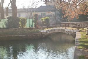 Piccolo ponte sul laghetto squarà