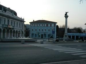 la piazza ristrutturata