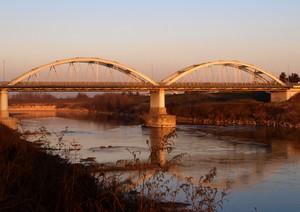 Luce del tramonto sul ponte