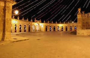 La piazza con 23 porte