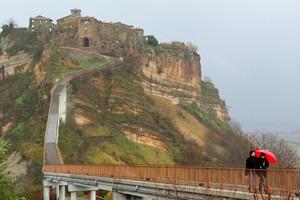 Tornando dalla Civita percorrendo il ponte.