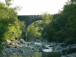Ponte sul torrente Manubiola