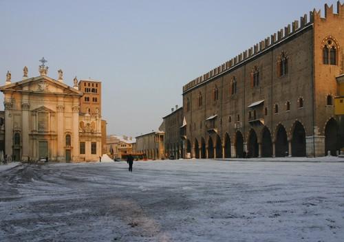 Mantova mantova piazza sordello con la neve for Piazza sordello