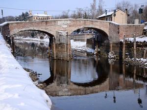Il ponte di Castelletto con il Naviglio in secca