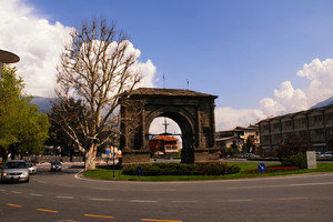Piazza  arco d'Augusto