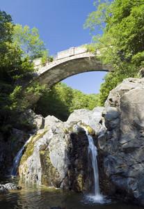 Il ponte sul rio Meri