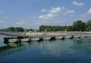 Uno degli ultimi ponti di barche