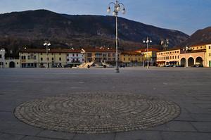 piazza italia, maniago