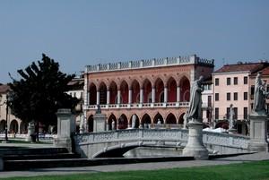 Uno dei 4 ponti di Prato Della Valle