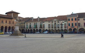 Una piazza ordinata