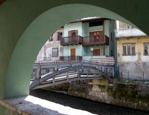 Un ponte in cornice