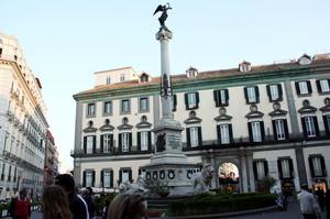 Piazza dei Martiri il punto di ritrovo della Napoli bene