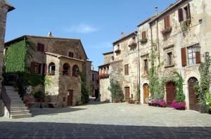 Montemerano: piazza del Castello