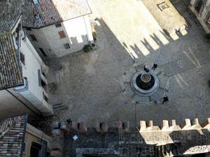 Borgo di Vigoleno la piazza della fontana